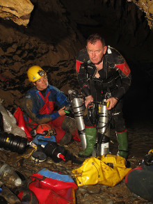 Preparing to dive in Old Cottage Cave. (c) Richard Hill